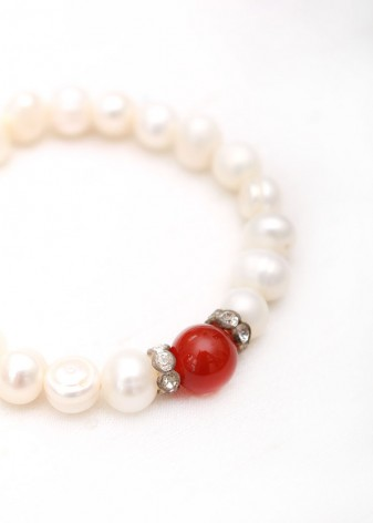 Elegant Pearl and Agate Beaded Bracelet